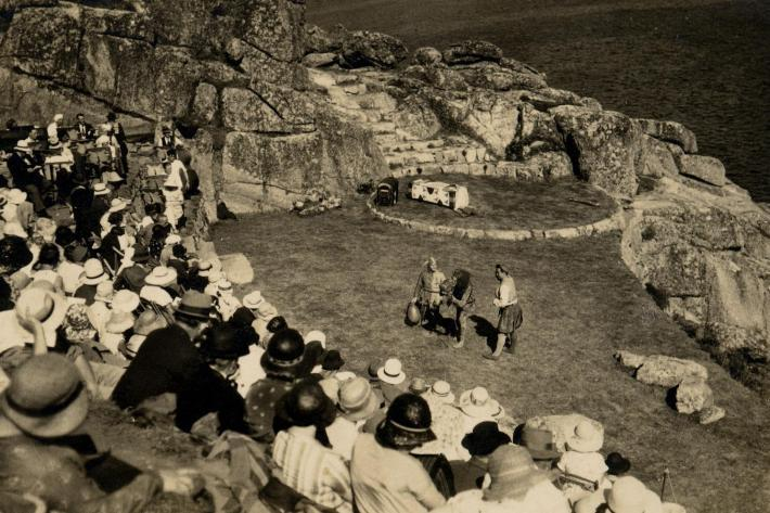 Black and white photo of the first performance at the Minack in 1932